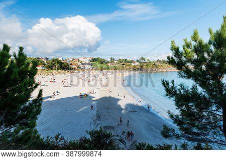 Portonovo, Spain - August 14, 2020: Wide-angle View Of A Full Beach In Portonovo In The Ria De Ponte