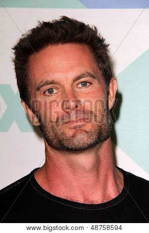 SLOS ANGELES - AUG 1:  Garret Dillahunt arrives at the Fox All-Star Summer 2013 TCA Party at the SoHo House on August 1, 2013 in West Hollywood, CA