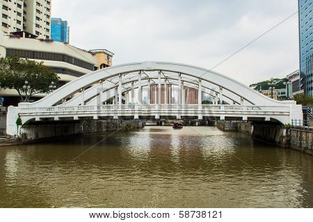 Singapore financial district framed by Elgin Bridge and the Singapore River