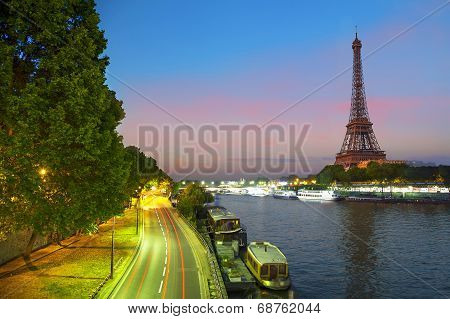 View On The Effel Tower Form Bir-hakeim Bridge