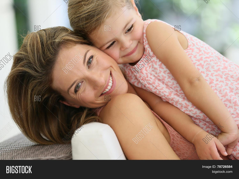 Трахнул свою дочь и мать, Секс с дочерью » Порно мамочки онлайн Full HD 20 фотография