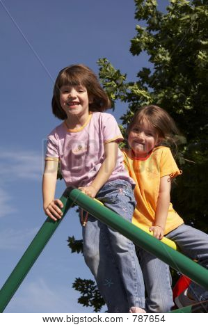 twins on climbing pole 04