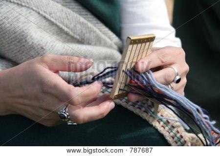Roman lady knitting