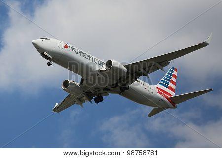 American Airlines Boeing 737 descending for landing at JFK International Airport in New York