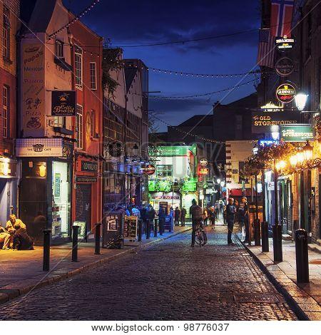 Temple Bar in Dublin at night