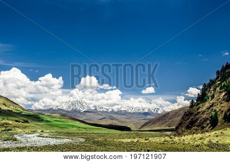 View on tibetan mountains and creeks in tibetan landscape