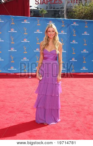 LOS ANGELES - AUG 29:  Katrina Bowden arrives at the 2010 Emmy Awards at Nokia Theater at LA Live on August 29, 2010 in Los Angeles, CA