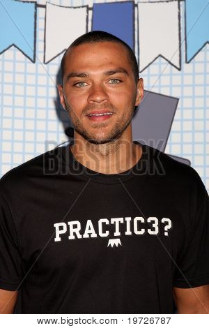LOS ANGELES - SEP 26:  Jesse Williams arrives at the Ultimate Slam Paddle Jam 2010 at Music Box Theater on September 26, 2010 in Los Angeles, CA