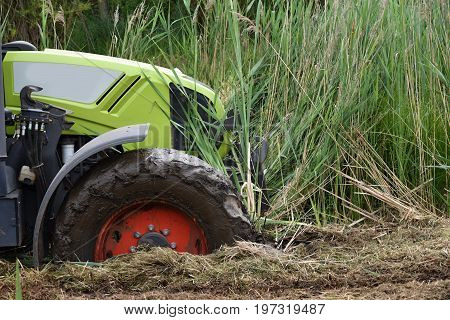 The tractor fell into the swamp. Dirt tractor.
