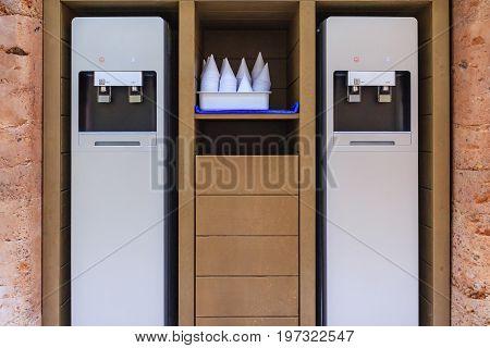 Modern metallic drinking water cooler water dispenser