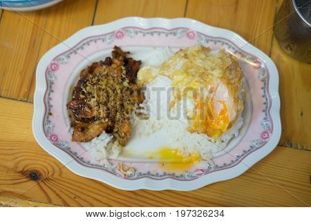 Thai style food pork fried with crunchy garlic