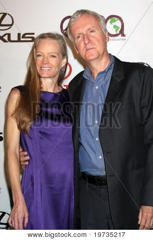 LOS ANGELES - OCT 16:  Suzy Amis-Cameron, Jim Cameron arrives at the 2010 Environmental Media Awards at Warner Brothers Studios on October 16, 2010 in Burbank, CA