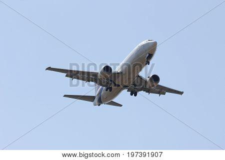 Chiangmai / Thailand- February 5 2014 : Hs-tdk Boeing 737-400 Of Thaiairway. Landing To Chiangmai Ai