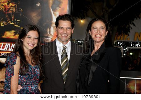 LOS ANGELES - OCT 26:  Chris Ciaffa, daughter Lucy Julia Rogers-Ciaffa, Mimi Rogers arrive at the