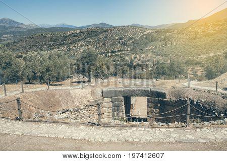 Mycenae Tomb, Grave Circle 2