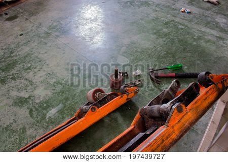 The Wheel bearing replacement of hand pallet truck