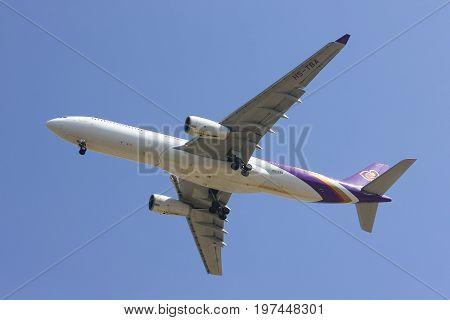 Hs-tba Airbus A330-300 Of Thaiairway