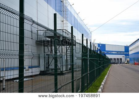 Large distribution warehouse with gates for loading goods