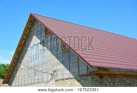 Metal roofing construction with attic construction and attic insulation.