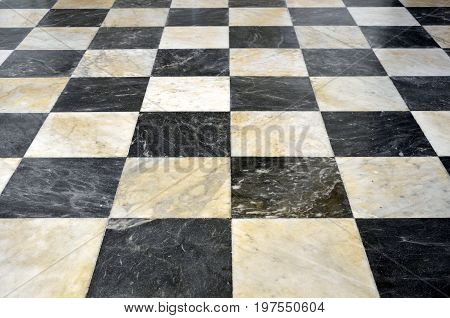 Checkered marble floor in black and white