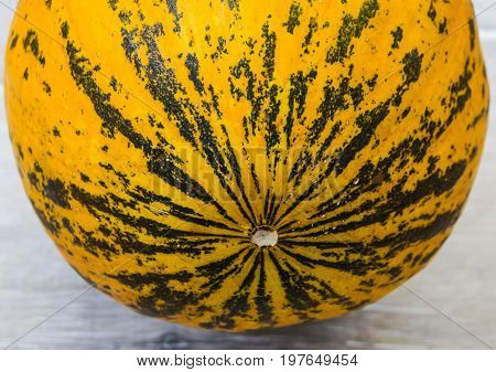 Melted melon, melon pictures with beautiful aroma and wonderful appearance, cut with organic natural melon knife and ready to eat,