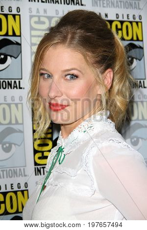 SAN DIEGO - July 21:  Ellen Woglom at Comic-Con Friday 2017 at the Comic-Con International Convention on July 21, 2017 in San Diego, CA