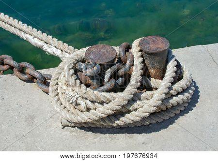 the rope and Marina bollard on moorage