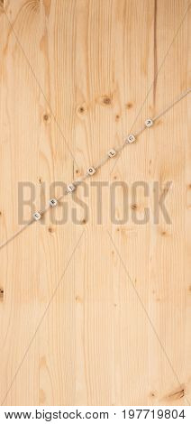 The german word for success and an arrow on a cord