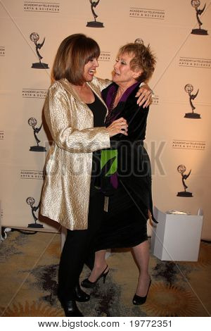BEVERLY HILLS - JAN 20:  Valerie Harper and  Cloris Leachman arrive at the ATAS Hall of Fame Committee's 20th Annual Induction Gala at Beverly Hills Hotel on January 20, 2011 in Beverly Hills, CA