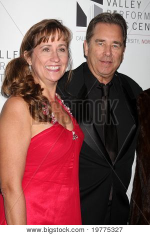 LOS ANGELES - JAN 29:  Wendy & Beau Bridges arrive at the Valley Performing Arts Center Opening Gala at California State University, Northridge on January 29, 2011 in Northridge, CA
