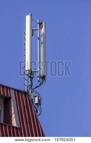 Antennas For Mobile Telephony