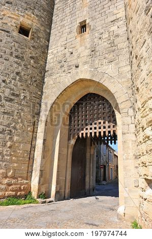 picture of a fortification door of Aigues Mortes