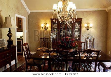 Formal Dining Room 002