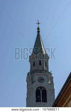 Autumnal corso Italia, the Church or Synagogue in the town centre of Cortina d'Ampezzo, Dolomites, Alps, Veneto, Italy, Europe