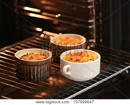 Cooking turkey casserole in oven