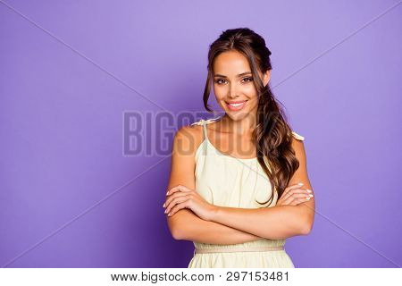 Portrait Of Her She Nice-looking Attractive Lovely Lovable Adorable Feminine Cheerful Cheery Wavy-ha