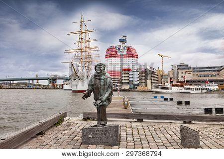14 September 2018: Gothenburg, Sweden - Sculpture Of Evert Taube In The Lilla Bommen District. Behin