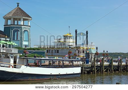 Alexandria, Virginia, Usa - September 4, 2017; Old Town Alexandria Waterfront On A Sunny Weekend Mor