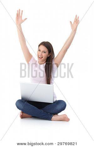 happy Girl smiling Hände bis, dass Laptop, sitting on Floor.?