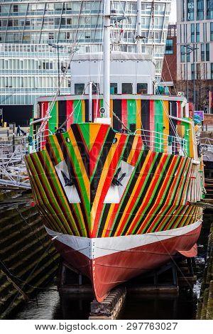 Dazzle Stripes On Edmund Gardner