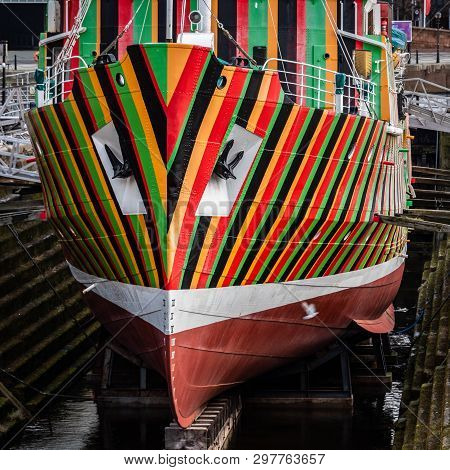 Dazzle Stripes On The Edmund Gardner