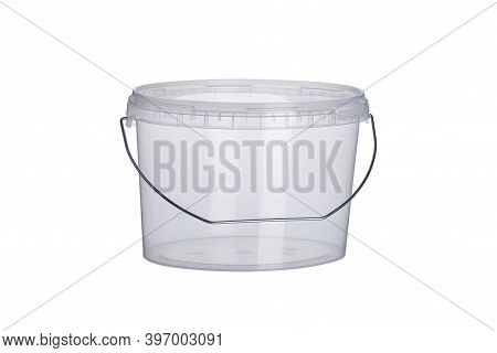 3000 Ml Transparent Oval Plastic Bucket With Transparent Lid, Plastic Containers On White Background