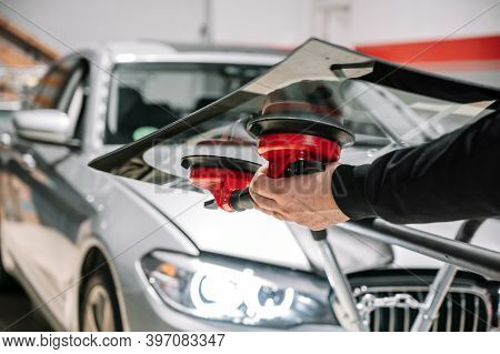 Car Glass Repair And Replacement. High Quality Photo