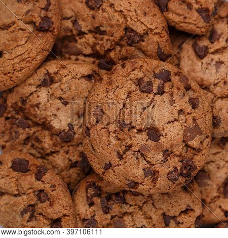 Freshly Baked Homemade Crunchy Cookies With Chocolate Chips, Peanut Butter Or Salted Caramel. A Deli