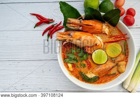 Tom Yum Soup. Tom Yam Kung Is A Thai Spicy Soup With Shrimps, Lemongrass,lime, Ginger, Galangal And