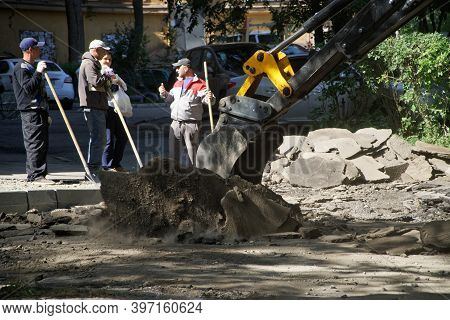 September 8, 2020, Russia, Magnitogorsk. An Excavator Bucket, Under The Supervision Of Workers, Dism