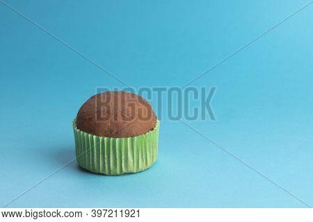Chocolate Muffin, Cake, Caramel Sauce, Chocolate Drops, Chocolate Cake, Caramel Muffin In Green Pape