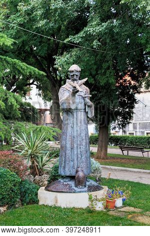 Sibenik, Croatia - September 9, 2016: This Is The Statue Of Saint Francis In Luje Maruna Park.