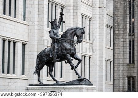 Aberdeen, Scotland - August 11, 2019: Black Statue Of Robert The Bruce, King Of Scots In The Centre