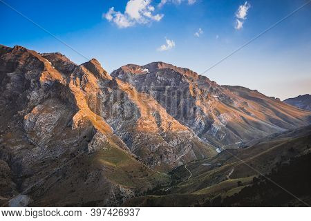 Beautiful Landscape With High Mountains At Sunset. Amazing Scene With Taurus Mountains. Nigde, Turke